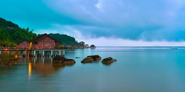 Bangalô sob palafitas. Vista esplendorosa para a Lagoa Tam Giang