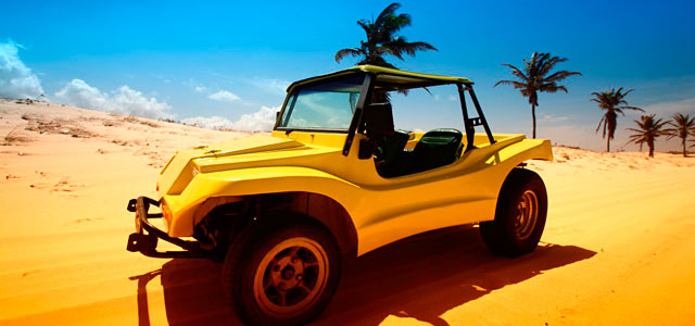Passeio de buggy para desbravar as dunas de Cumbuco