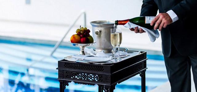 Champagne para os hospedes enquanto o hotel torna a estadia perfeita!