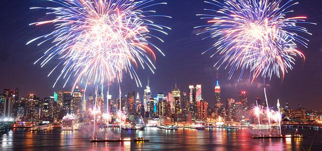 Vista de Nova York, durante explosão de fogos famosa no Reveillon