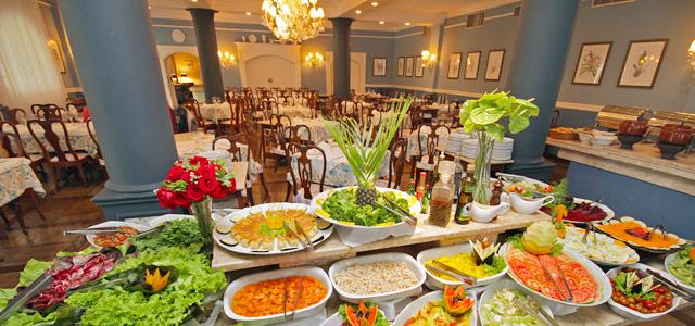 6 refeições diárias inclusas na tarifa Zarpo. Aproveite!