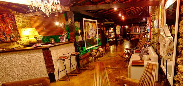 Arte Urquijo: Luz Urquijo é a artista plástica responsável pela decoração da pousada em Paraty. Não precisamos dizer que se hospedar na Arte Urquijo é uma experiência pra lá de tentadora, certo?