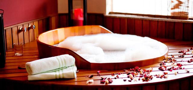 Banhos relaxantes para revigorar o convidado