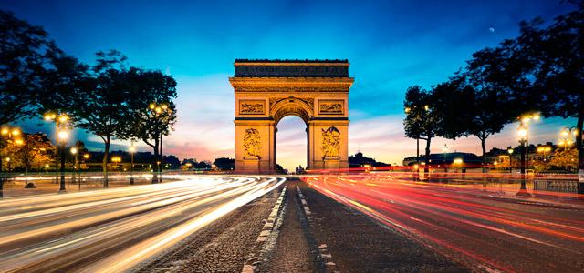 Visite o Arco do Triunfo durante sua lua de mel em Paris!