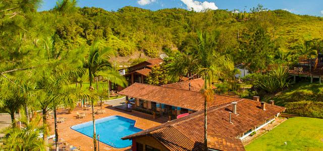 O Arraial do Ouro está localizado na cidade de Gaspar, em SC. Por lá, há muito verde e cenários relaxantes para esquecer por um tempo a correria das cidades grandes