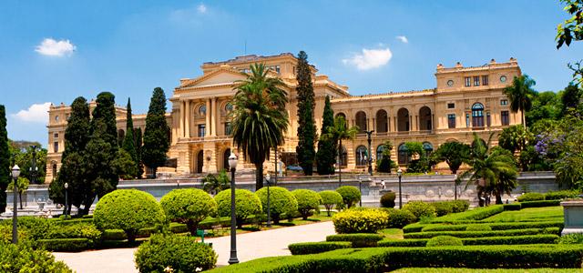 O Museu do Ipiranga possui acervo histórico ligado, principalmente, a Independência do Brasil. Os jardins são bastante convidativos e criam um ambiente acolhedor. Não deixe de visitá-lo quando se hospedar em algum dos Hotéis em São Paulo que indicaremos logo mais