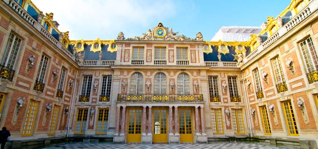 O Palácio de Versalhes servirá de cenário para suas fotos durante sua lua de mel em Paris. Não deixe de visitá-lo
