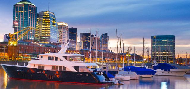 Puerto Madero, famoso bairro de Buenos Aires, também é conhecido pela gastronomia e a vida noturna. Na sua visita às cidades da Argentina, inclua Puerto no seu roteiro