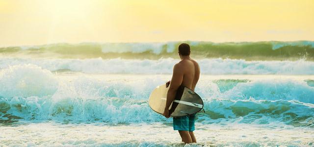 A praia de Massaguaçu é a mais brava de todas as praias de Caraguatatuba. Ideal para a prática de surf