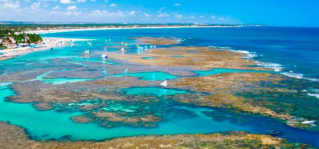 As piscinas naturais de Porto de Galinhas são famosas em Parnambuco. Uma das melhores praias do nordeste é a Praia dos Carneiros, onde fica o Enotel Resort