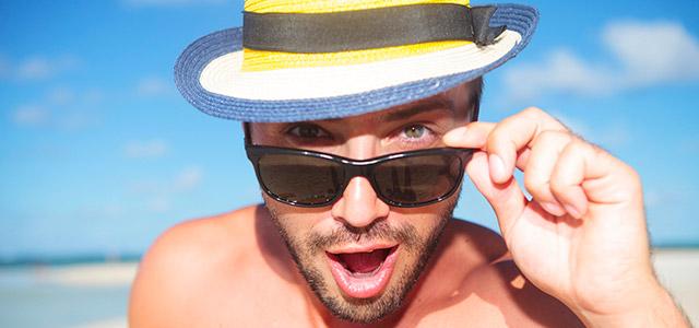Pensando em visitar uma praia de nudismo? Estamos de oooooolho!