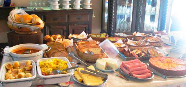 O café da manhã no estilo no Hotel Fazenda Pontal de Tiradentes
