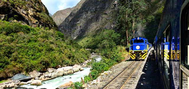 Para chegar a Machu Picchu você pode optar pelo trem e apreciar as paisagens