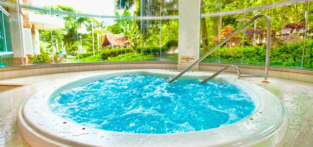 Piscina aquecida para o frio - Fazzenda Park Hotel