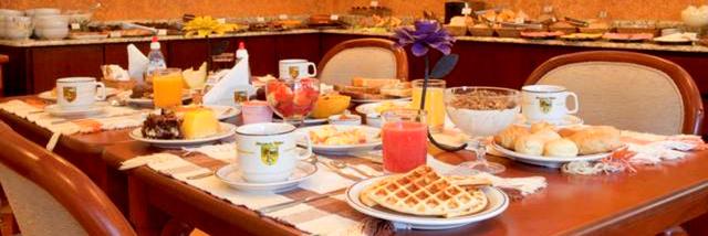 Café da manhã da Pousada Mirante da Colyna em Monte Verde