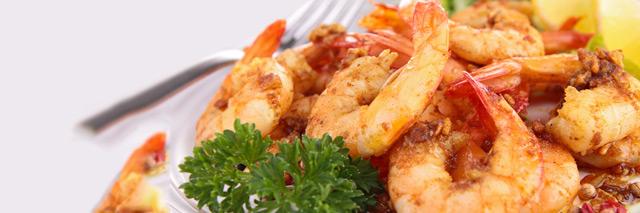 Prato de camarão servido no restaurante Cabana do Sol, em Maranhão