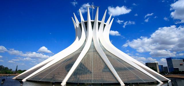Catedral Metropolitana, uma das obras de destaque de Oscar Niemeyer