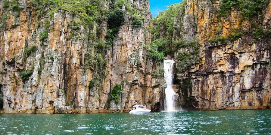 """Lago de Furnas: um mergulho no """"Mar de Minas"""""""