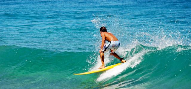 Os surfistas apreciam muito as ondas de Itacaré