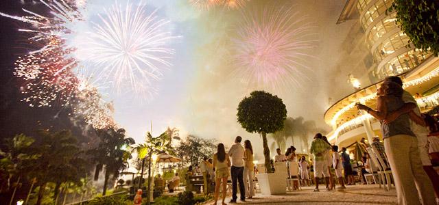 Revéillon com explosões de fogos no Fazzenda Park Hotel