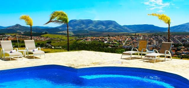Carmo do Rio Claro é uma das cidades banhadas pelo Mar de Minas. A cidade é rodeada pela exuberante natureza com suas cachoeiras.