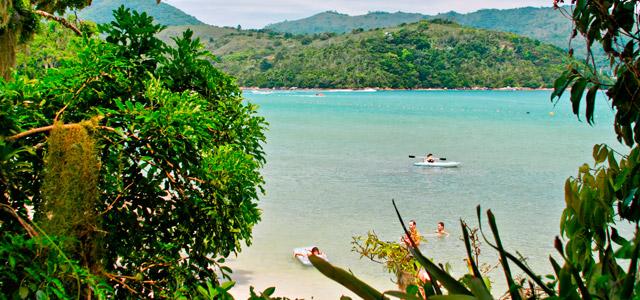 Praia Triste, uma das melhores praias de Bombinhas, SC