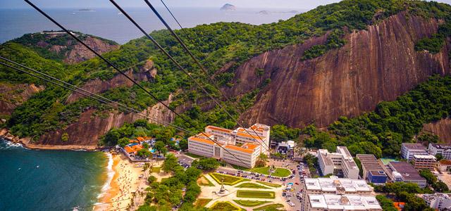 Não deixe de visitar o morro da Urca, onde é possível ter uma vista panorâmica da Praia Vermelha. É daqueles passeios no Rio de Janeiro que não pode faltar!