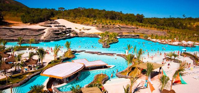 O Hot Park é considerado o maior de todos os parques aquáticos da América do Sul. Sua infraestrutura é tão complexa que consegue abrigar uma praia abastecida pelas águas termais de Caldas Novas