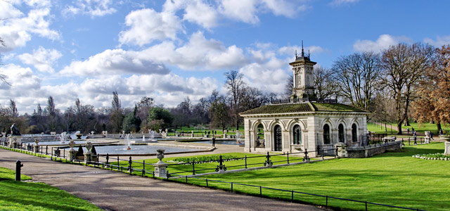 350 hectares de puro verde para aquele passeio matinal, mesmo que o sol não pareça muito convidativo, é algo que vale a pena no Hyde Park, um dos mais conhecidos pontos turísticos de Londres