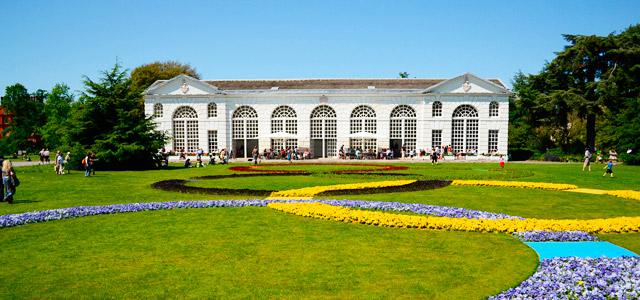 O Kew Garden abriga a maior coleção de plantas vivas do mundo. É parada obrigatória nos passeios por pontos turísticos de Londres