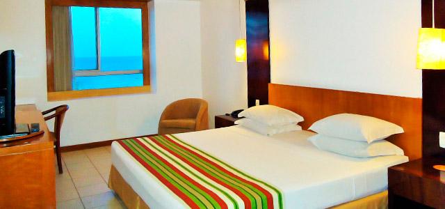 Oásis Atlântico: hotel situado na famosa Avenida Beira Mar, de frente para a Praia de Meireles e os agitos noturnos. Seu 1º de Maio em uma cidade paradisíaca