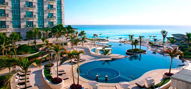 Sandos Cancun: a diversão é garantida com as 3 piscinas de borda infinita, quadras esportivas e atividades aquáticas, como mergulhos, vela e caiaque. Seu 1º de Maio mais divertido que nunca!