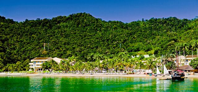 O Vila Galé Eco Resort tem pensão completa e o destino 365 ilhas para você curtir