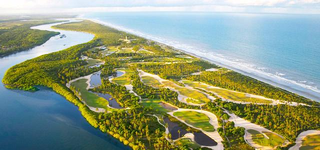 O extenso campo de golfe do Transamérica, na Ilha de Comandatuba, é uma das muitas atividades oferecidas pelo hotel