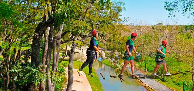 Arvorismo é um dos esportes praticados no Mavsa, resort em São Paulo que fica a 90 minutos da capital. O resort oferece muita diversão nas piscinas, no arco e flecha e no stand up paddle