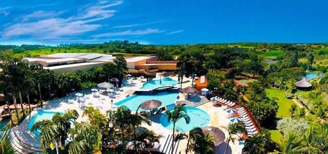 Abastecido pelo Aquífero Guarani, em Foz do Iguaçu, o Mabu Thermas Resort é a estada perfeita que une as belezas das quedas de água da região ao conforto de mergulhar em águas aquecidas