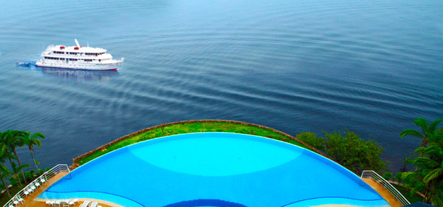 Em Manaus não tem mar, mas tem praia que os rios colocam ao dispor do turista e nativo da região