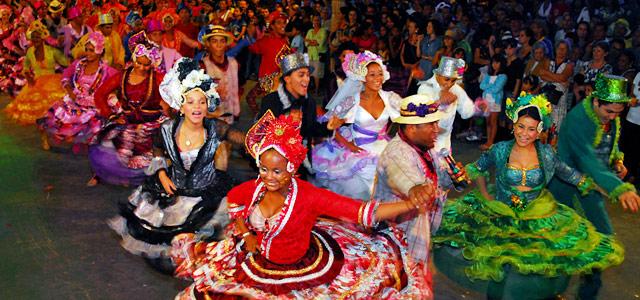 As quadrilhas representam as melhores festas juninas no nordeste