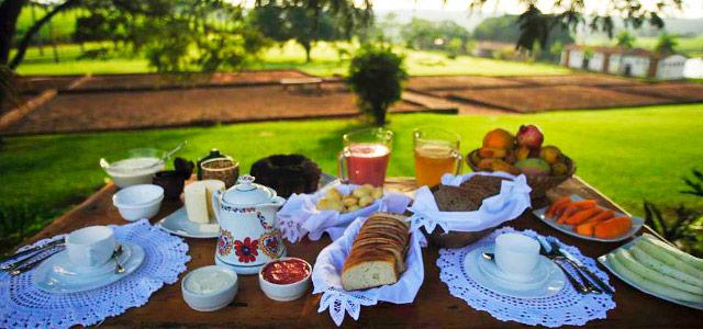 O sossego de um hotel fazenda no feriado de Corpus Christi é o ideal para relaxar a dois!