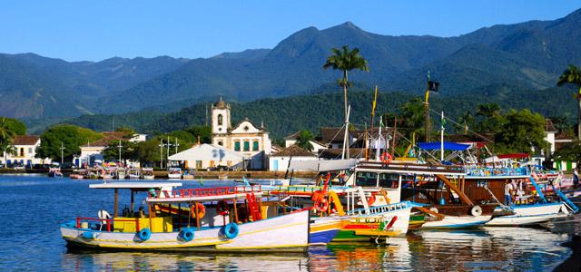 Paraty mantém intacta as construções coloniais que compõe a cidade a a tornam extremamente elegante e confortável. Veja esse e outros lugares do Rio de Janeiro para conhecer