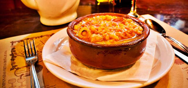 No restaurante El Sanjuanino você pode saborear a empanada típica da Recoleta