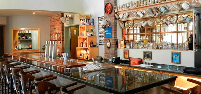 Para apreciar uma boa cerveja alemã, não deixe de visitar a Cervejaria Farol, um dos melhores espaços em Canela