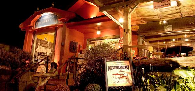 O Empório Canela é um pedacinho do paraíso na terra. É cafeteria, lojinha de artesanato, sebo, bistrô e antiquário. Sem dúvida um dos melhores restaurantes em Canela