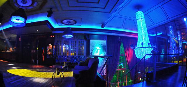 O Le Rêve embala o público no melhor da disco music! Instalado em um casarão antigo e tombado pelo patrimônio público, oferece muito agito nas noites de sábado