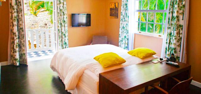 Os quartos no Casa Mosquito são inspirados em artistas brasileiros, como Elis Regina, Pixinguinha, Tom etc