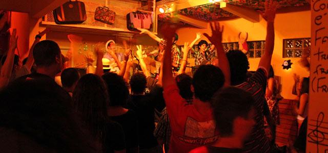 Dentre as Baladas em Floripa a Casa de Noca destaca-se por seu universo artístico
