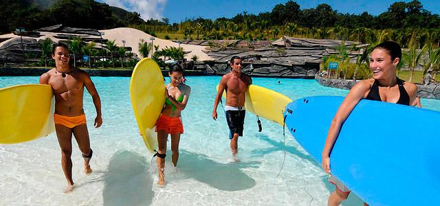Dá até para surfar no Rio Quente Resorts, em Caldas Novas