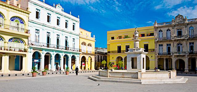 Cuba: Plaza Vieja.