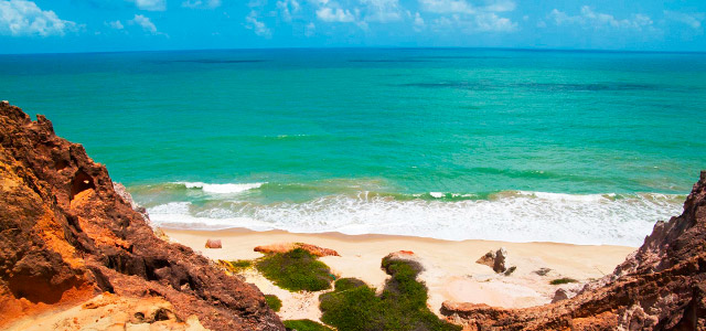 Nu com os pés na areia: Confira 8 praias de nudismo no Brasil