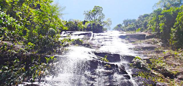 Cachoeira Calhetas, em São Sebastião